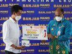 pj-gubernur-kalsel-safrizal-za-serahkan-5000-pices-rapid-test-antigen-ke-bupati-banjar-25032021.jpg