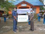 pln-upt-kalselteng-salurkan-bantuan-dana-untuk-50-murid-sdn-2-barikin-kabupaten-hst-16072021.jpg