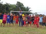polair-main-sepakbola-dengan-anak-anak-di-hst_20170312_194805.jpg
