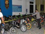 polisi-barito-selatan-barsel-mengamankan-sejumlah-sepeda-motor-para-balapan-liar.jpg