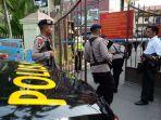 polisi-berjaga-pascaledakan-yang-diduga-bom-bunuh-diri-di-mapolrestabes-medan.jpg