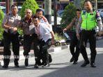 polisi-jadi-korban-penyerangan-mapolda-riau-rabu-1552018_20180516_121958.jpg