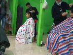 potong-rambut-gratis-di-panti-asuhan-al-hidayah-kelurahan-sungai-miai-banjarmasin-27122020.jpg