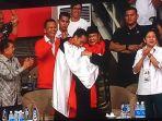 prabowo-dan-presiden-jokowi-berpelukan_20180829_203327.jpg