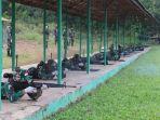 prajurit-kodim-1006martapura-latihan-menembak-menggunakan-senjata-ringan-di-yonif-623.jpg