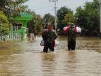 prajurit-korps-marinir-tni-al-pasmar-1-jakarta-terobos-banjir-kabupaten-banjar-rabu-20012021.jpg