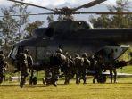 prajurit-tni-bersiap-menaiki-helikopter-menuju-nduga.jpg