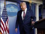 presiden-donald-trump-meninggalkan-podium-usai-berpidato-di-gedung-putih.jpg