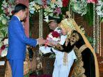 presiden-joko-widodo-dan-istri-menghadiri-resepsi-pernikahan-ajudannya-pradipta_20180326_074129.jpg