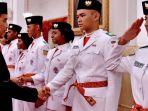 presiden-joko-widodo-dengan-anggota-paskibraka_20170819_150508.jpg
