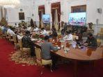 presiden-joko-widodo-kelima-kanan-memimpin-rapat-kabinet-terbatas.jpg