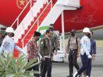 presiden-joko-widodo-saat-tiba-di-bandara-internasional-syamsuddin-noor-kalsel-kamis-21102021.jpg