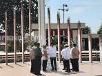 presiden-jokowi-dan-rombongan-ketika-mengunjungi-tugu-soekarno-di-palangkaraya_wm.jpg