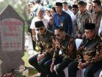 presiden-keenam-ri-susilo-bambang-yudhoyono-dan-keluarga-besarnya-ziarah.jpg
