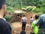 proses-pembangunan-jembatan-di-kawasan-hukum-di-kabupaten-banjar.jpg