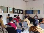 proses-program-pdam-desa-di-aula-kantor-kecamatan-setempat.jpg