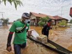 pt-arutmin-indonesia-arutmin-erikan-bantuan-bantuan-kepada-pengungsi.jpg