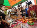 ramadan-cake-fair-gubernur-kalsel-h-sahbirin-noor_20160606_205024.jpg