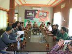 rapat-relawan-haul-guru-sekumpul-ke-14-dengan-jajaran-diskominfo-kabupaten-banjar-selasa-532019.jpg