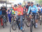 ratusan-pesepeda-dari-komunitas-sepeda_20181002_173949.jpg