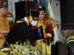 rektor-ulm-prof-dr-h-sutarto-hadi-wisuda-di-banjarmasin-kalsel-selasa-15122020.jpg