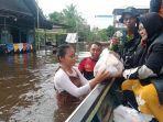 relawan-aliansi-tabalong-peduli-telah-mendistribusikan-logistik.jpg