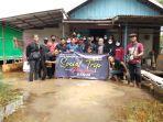 relawan-banua-saat-aksi-sosial-trip-bagikan-seribu-kerudung-untuk-wanita-banua.jpg