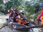 relawan-dan-bpbd-tapin-bersihkan-sampah-alam-saat-giat-susur-sungai-gabungan-di-tapin.jpg