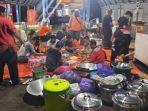 relawan-dari-provinsi-kalteng-di-dapur-umum-di-bpbd-kalsel-banjarbaru-19012021.jpg