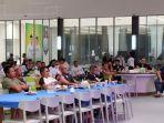 relawan-nobar-debat-publik-di-posko-pemenangan-zr-kabupaten-tanah-bumbu-14112020.jpg