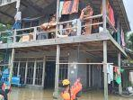 relawan-rumah-zakat-action-salurkan-bantuan-korban-banjir.jpg