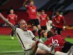 rick-karsdorp-paul-pogba-manchester-united-vs-as-roma-liga-eropa.jpg