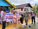 rombongan-dari-desa-karang-indah-saat-menyerahkan-donasi-korban-banjir-1.jpg