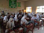 ruang-unbk-yang-keseluruhan-berisi-30-laptop-yang-dipinjam-dari-siswa-di-sman-1-gambut_20170411_153214.jpg
