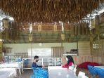 ruangan-yang-besar-bagi-pengunjung-di-obyek-wisata-kuliner-two-seasons-al-maidah-di-desa-bincau-muar.jpg
