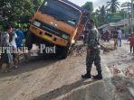 ruas-jalan-yang-rusak-parah-di-sungai-gampa-asahi-kabupaten-batola-kalsel-06042021.jpg