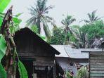 rumah-warga-di-kotabaru-rusak-tertimpa-pohon-kelapa-tumbang.jpg