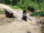 salah-satu-jembatan-darurat-di-desa-patikalain-kecamatan-hantaan-kabupaten-hulu-sungai-tengah-asds.jpg