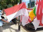 salah-satu-pedagang-bendera-di-jalan-ph-m-noor-barabai-hst-asdfa.jpg