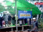 salat-berjemaah-di-musala-darurat-di-desa-alat-rt-2-kabupaten-hst-kalsel-selasa-02022021.jpg