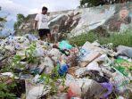 sampah-menumpuk-disamping-tugu-benteng-7-februari-pagatan1223.jpg