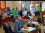 sejumlah-pendaftar-kartu-prakerja-di-kantor-disnaker-ukm-kabupaten-hulu-sungai-selatan-hss.jpg