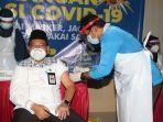 sekda-banjar-hm-hilman-menjadi-peserta-vaksinasi-covid-19.jpg