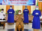 sekda-kabupaten-hss-h-muhammad-noor-berdoa-bersama-tim-medis-vaksinasi-03202021.jpg