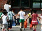 sekelompok-anak-menghadiri-pusat-pemukiman-kembali-hanawon-di-korsel.jpg