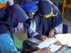 sekolah-ditutup-sejak-covid-19-siswa-madrasah-numpang-ujian-di-rumah-rumah-warga.jpg