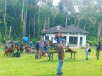 sekolah-orangutan-di-pusat-rehabilitasi-orangutan-nyatumenteng-palangkaraya.jpg