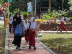 seorang-guru-sdn-damarlima-kecamatan-batuampar_20180117_194713.jpg