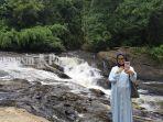 seorang-pengunjung-lok-laga-desa-sungai-harang-kecamatan-haruyan-kalsel.jpg