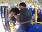 seorang-wanita-diserang-di-dalam-bus-di-istanbul-turki_20170622_122447.jpg